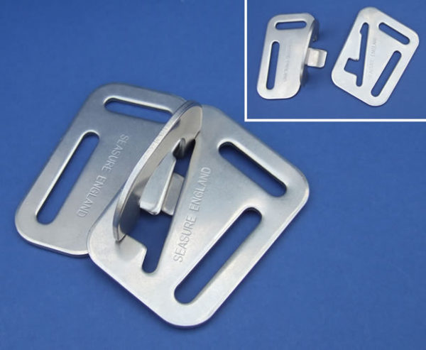 Harness safety catch for webbing size